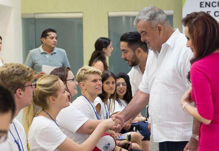 21 viajeros de distintos países estarán en Yucatán hasta el viernes ocho de julio para promover la paz y tocar diversos temas. (Milenio Novedades)