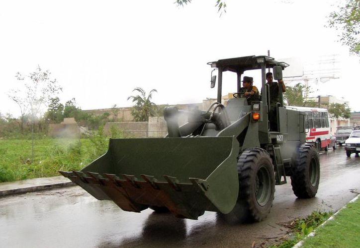 El Ejército traerá trascabos, vehículos de volteo, entre otros. (SIPSE)