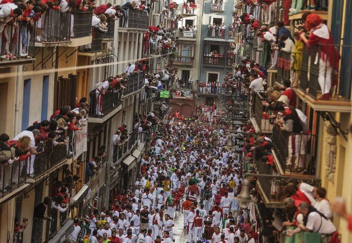 Los astados de Adolfo Martín, no corrían en la celebración desde hace once años, protagonizando el encierro mas concurrido de este año. (AP)