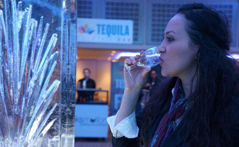 El tequila y el mezcal poco a poco se ganan un lugar en el exigente paladar del público británico. (Notimex)