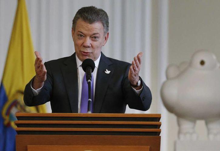 América Latina recibió con entusiasmo el premio Nobel de la Paz al presidente colombiano Juan Manuel Santos. (AP/Fernando Vergara)