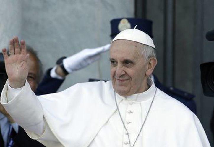 Hasta ahora el papa Francisco no se ha adentrado en temáticas espinosas en el campo ético como el matrimonio gay, el aborto o la eutanasia. (Agencias)