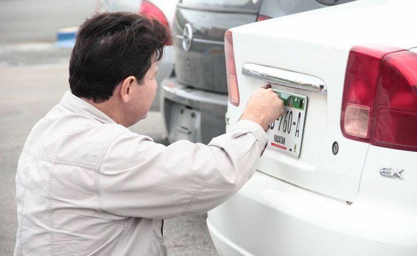 El cambio de placas en Yucatán ha dejado al Gobierno más de 108 mdp, la mayoría por reemplacamiento de vehículos particulares. (Archivo/SIPSE)