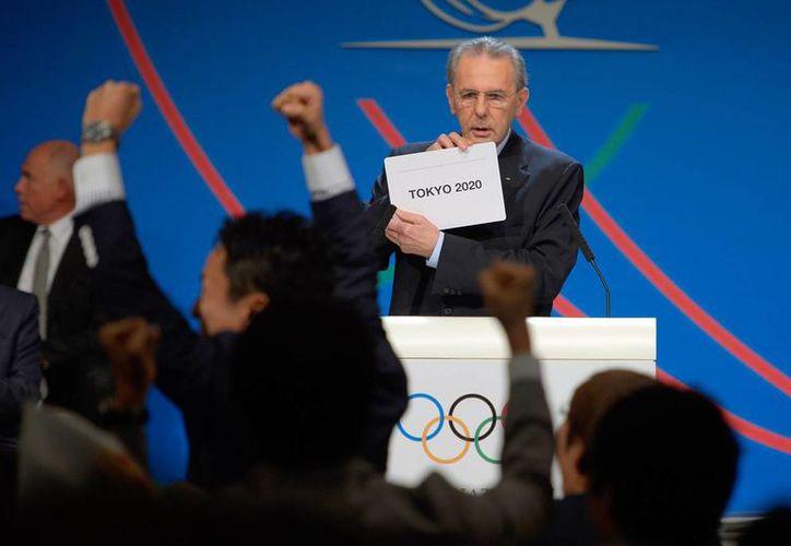 Jaques Rogge, presidente del COI, al momento de dar a conocer la sede. (Foto: Agencias)
