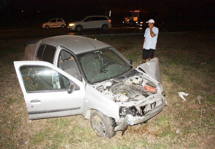 El Platina resultó con daños y al conductor se lo llevaron los policías. (Martín González/Milenio Novedades)