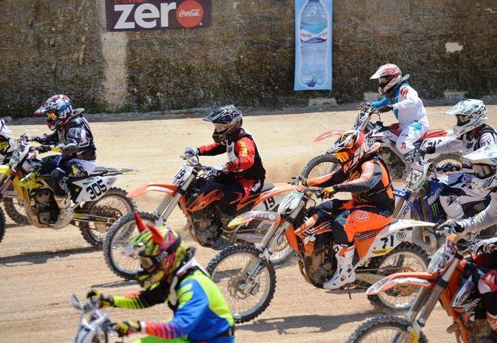 Ayer se llevó a cabo la segunda fecha de la Copa Sur Amigo de Motocross, en Playa del Carmen.  (Rafael Acevedo/SIPSE)