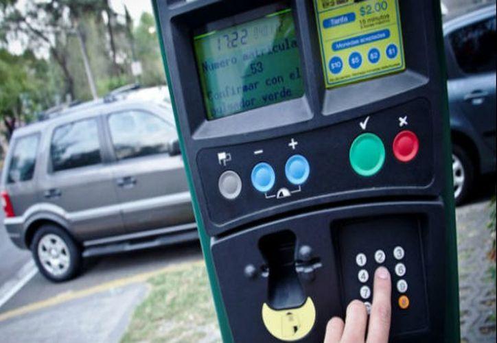 Los ingresos por el uso de parquímetros y las multas que se generen serán usados para la compra de alarmas sísmicas. (Contexto/ Internet)