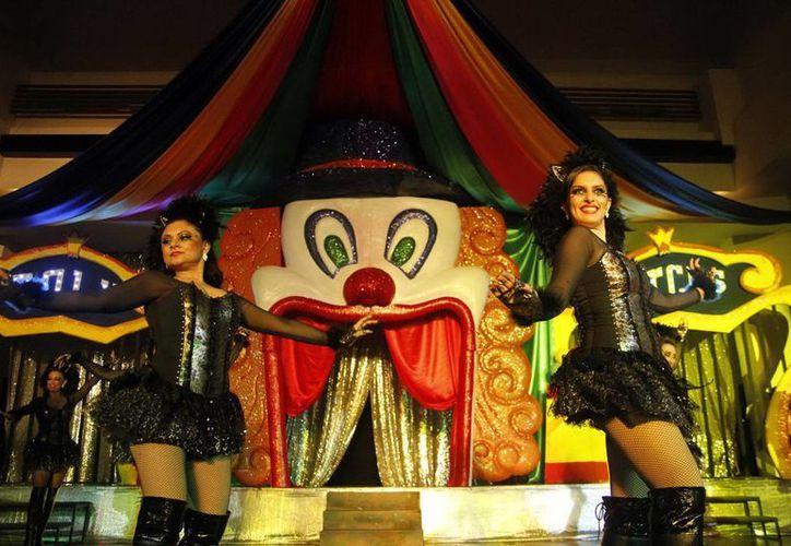 El salón Beirut se vistió de alegría en el marco del baile de Carnaval.