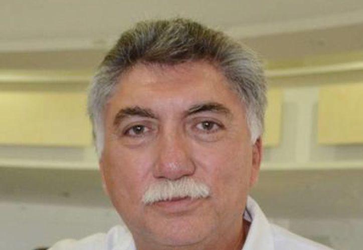 El titular de salud, Juan Ortegón Pacheco, dijo que es un reconocimiento para aquellos que dedican su tiempo y esfuerzo para brindar el servicio a la población. (Redacción/SIPSE)