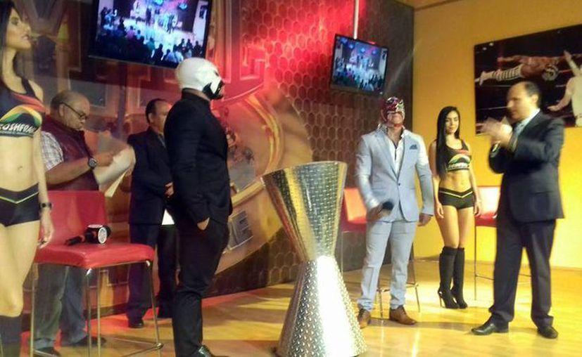 Máscara vs Máscara entre Dragon Lee y La Máscara en el 83 Aniversario el próximo 2 de septiembre. (Facebook de CMLL Consejo Mundial de Lucha Libre Oficial)