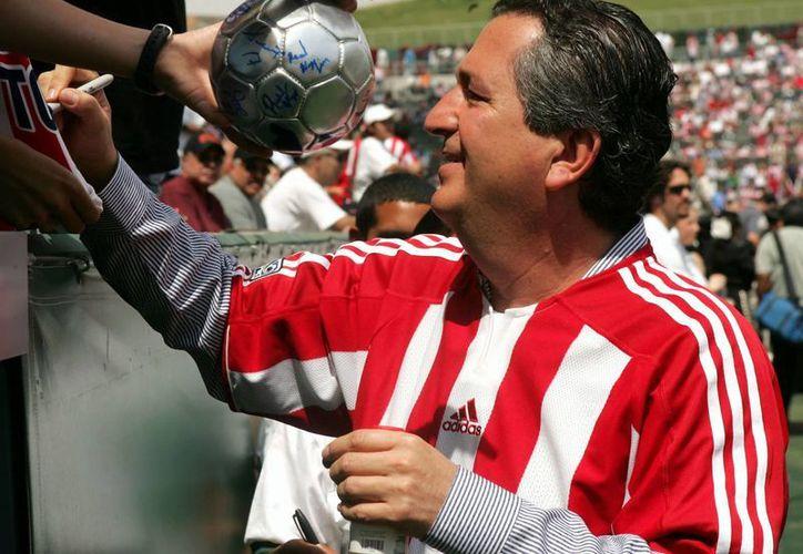 Jorge Vergara y su esposa Angélica Fuentes, quienes de por sí eran socios mayoritarios de Club Guadalajara, ahora incrementaron sus acciones. (goal.com/Foto de archivo)