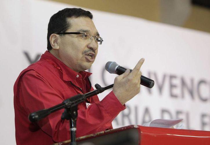 El secretario general del FMLN, Medardo González, aseguró que los estudios de intención de voto indican que llevan ventaja y esperan ganar entre 34 y 36 diputados. (Archivo/EFE)