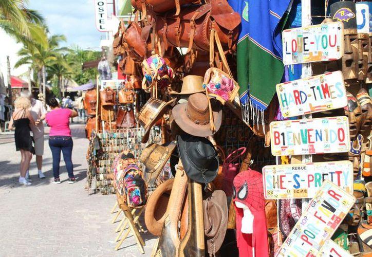 Aunado al pago de la renta y energía eléctrica, los comerciantes afirmaron que la temporada aún no repunta, pues sus ventas llegan apenas a 40%. (Daniel Pacheco/SIPSE)