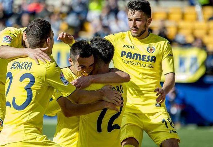 El Villlarreal CF, donde milita el mexicano Jonathan Dos Santos, derrotó 2-0 al Granada, cuya meta es defendida por Guillermo Ochoa. (villarrealcf.es)
