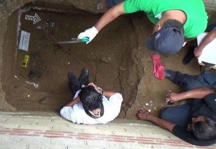 Mediante una orden de cateo concedida por un juez local se logró ingresar al domicilio en donde hallaron hallar las fosas clandestinas. (Óscar Rodríguez/Milenio)