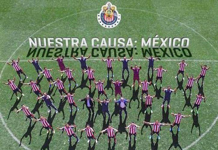Chivas presentó su foto oficial pidiendo unidad a México, tras los problemas que ha sufrido el país en los últimos días.(Foto tomada oficial de Chivas)