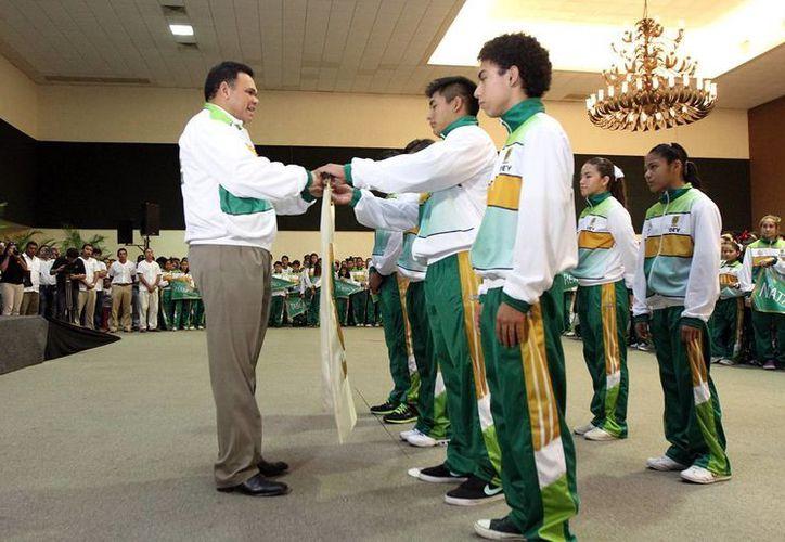 El gobernador Rolando Zapata Bello reconoció el esfuerzo de los atletas que representan a Yucatán. (Milenio Novedades)