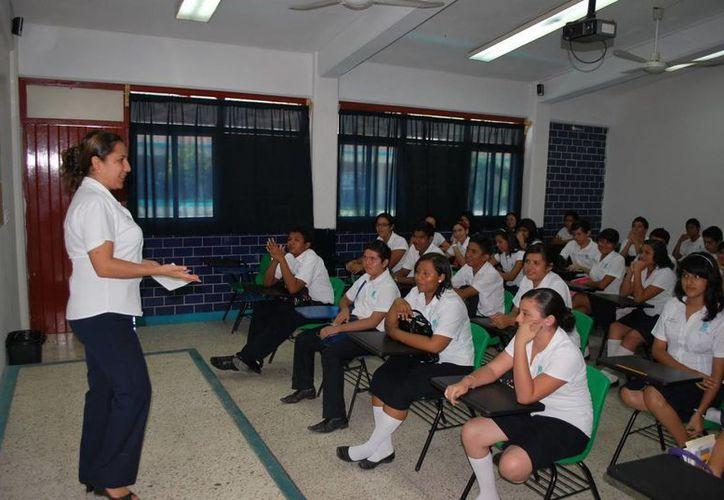 Las clases en los diferentes subsistemas iniciarán con el Colegio de Bachilleres aplicando los propedéuticos. (Victoria González/SIPSE)