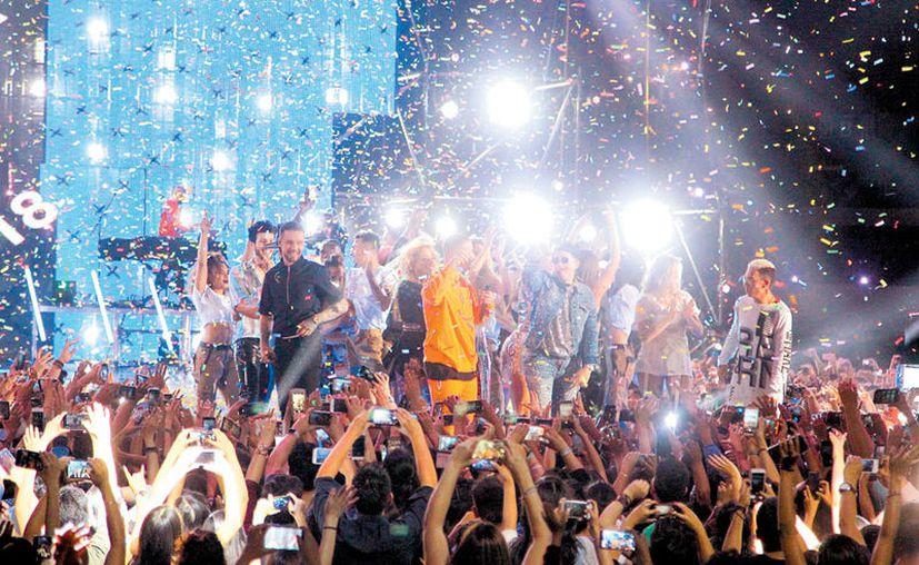 """Liam Payne armó una gran fiesta en el escenario al ritmo de """"Strip That Down"""". (Milenio)"""