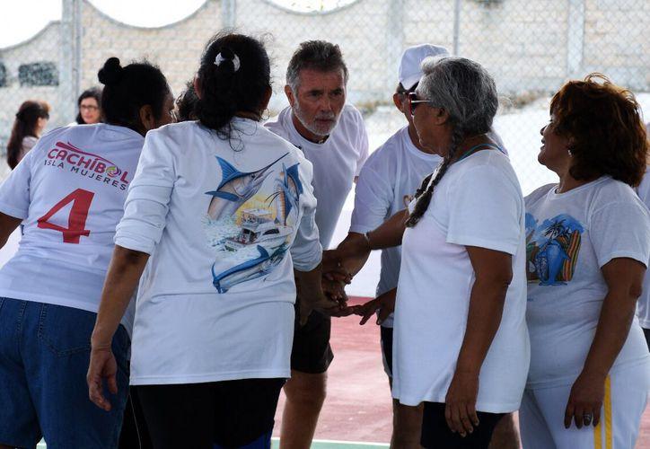 Son el pilar de nuestra sociedad y tenemos la oportunidad de aprender infinidad de cosas, afirmó la señora Orrico de Carrillo. (Foto: Cortesía)