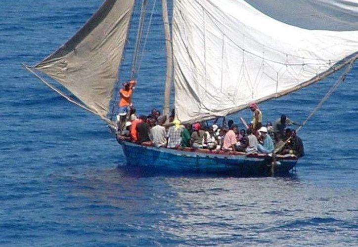 El barco se hundió este fin de semana, y el domingo se recuperaron los cadáveres, aunque las fuentes señalaron que desconocen el número exacto de personas que iban a bordo de la nave que, además de pasajeros, transportaba productos de alimentación. Foto de contexto. (EFE/Archivo)
