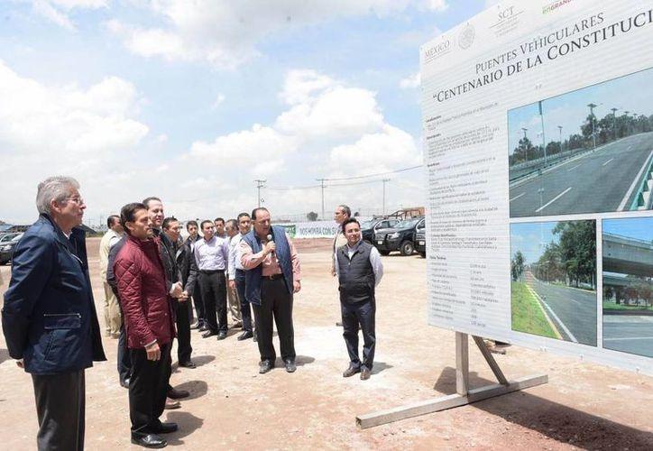 Peña Nieto visitó una vez más su natal Estado de México para entregar obras de infraestructura y vehículos. (Presidencia)