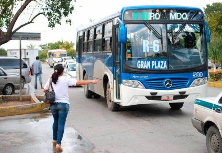 En Cancún, hay mil 200 camiones, que forman parte de las cuatro empresas concesionarias de transporte público. (Redacción/SIPSE)