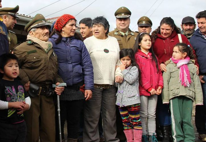 Decenas de personas llegaron a saludar a Celino en ocasión de su 118 cumpleaños. (EFE)
