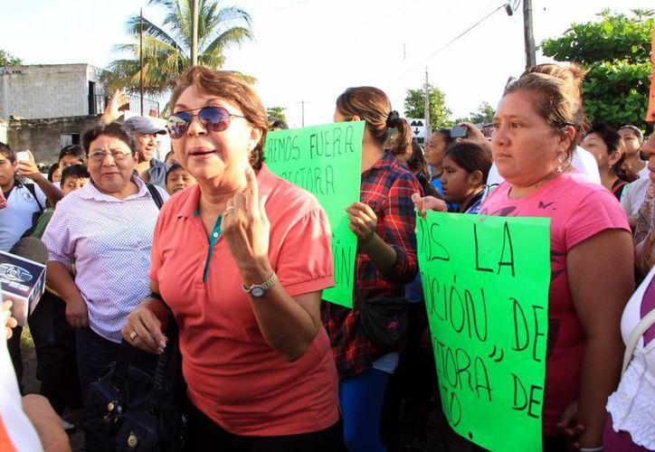 Autoridades educativas mediaron entre los padres y directora. (José Acosta/SIPSE)