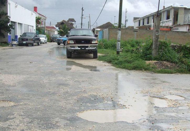 El centro de la localidad y colonias aledañas no cuentan con drenaje sanitario. (Rossy López/SIPSE)