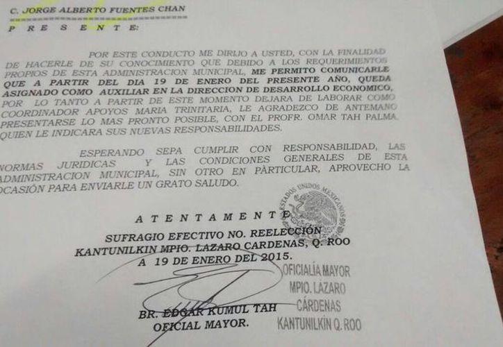 El oficio de cambio de adscripción firmado por el oficial mayor. (Raúl Balam/SIPSE)