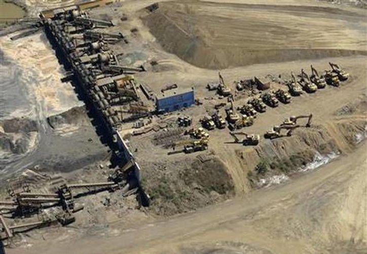 Mina de mineral de hierro confiscada por las autoridades cerca del puerto Lázaro Cárdenas en Michoacán. (Agencias)