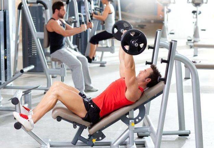 Lo mejor es buscar un buen deporte para bajar los kilos de más. (Agencia)