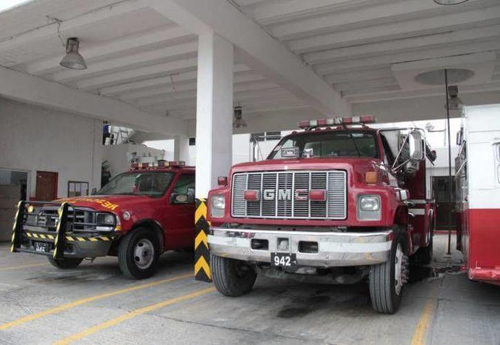La donación consta de un camión con escalera de más de cuatro metros y equipamiento general. (Redacción/SIPSE)