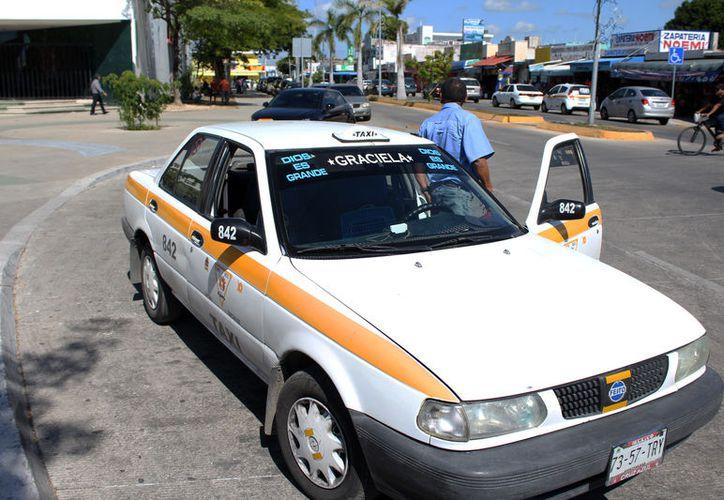 Consideran que son justificadas las demandas de los diversos sindicatos de taxistas en el estado. (Joel Zamora/SIPSE)