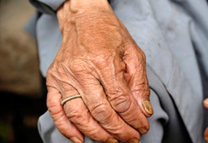 El ancianito argumentó que su hijo le prometió llevarle comida y agua, no lo había hecho. (Foto: Contexto/Internet).