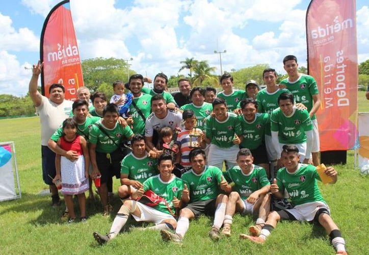 """Con valioso gol en el segundo tiempo extra se imponen a los """"Desconocidos"""" de Chichí Suárez. (Foto: Novedades Yucatán)"""