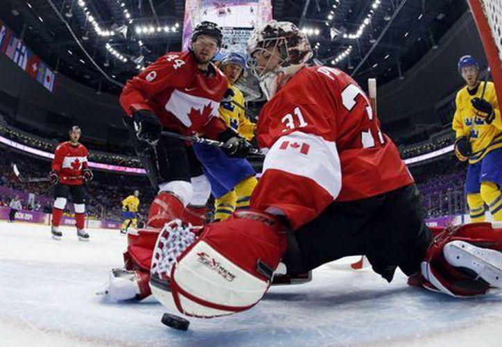 El hockey sobre hielo fue una de las disciplinas de los Juegos Olímpicos de Invierno. (laaficion.milenio.com)