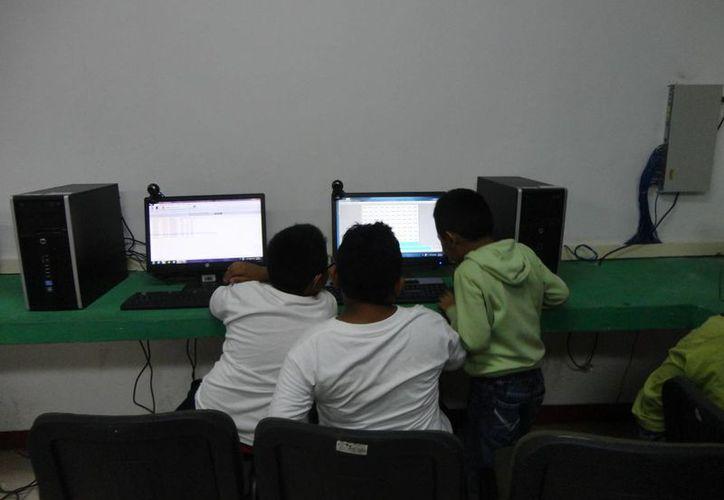 Participan en trabajos para erradicar el acoso escolar. (Redacción/SIPSE)
