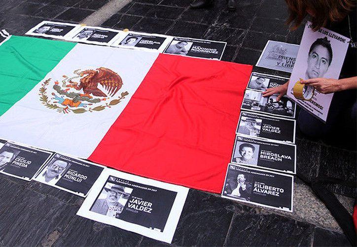 Periodistas de diversos puntos de México salieron a protestar por los asesinatos de sus colegas. (RT)