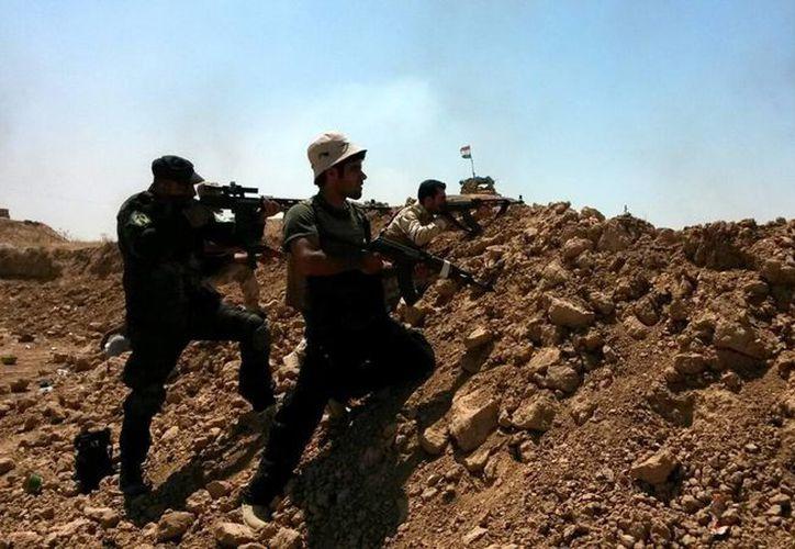 Tropas militares iraquíes, tras haberse hecho con el control de una carretera. (EFE/Foto de archivo)