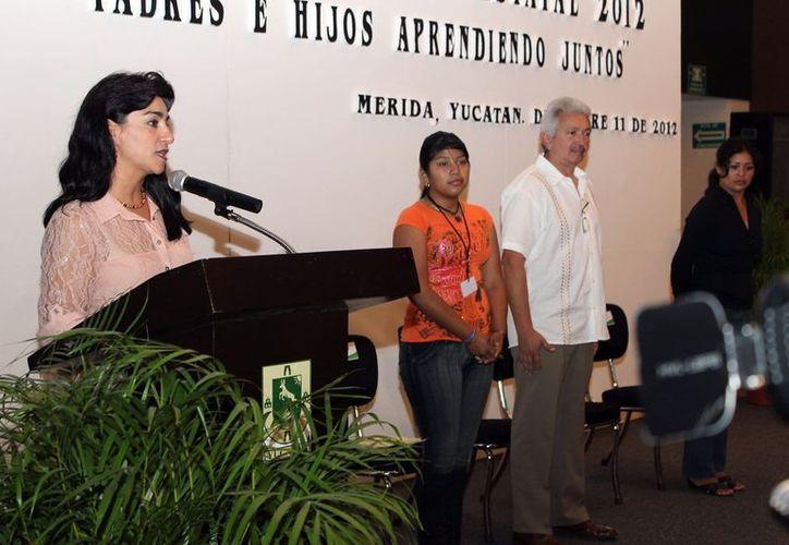 Sarita Blancarte de Zapata puso en marcha el evento.  (Milenio Novedades)