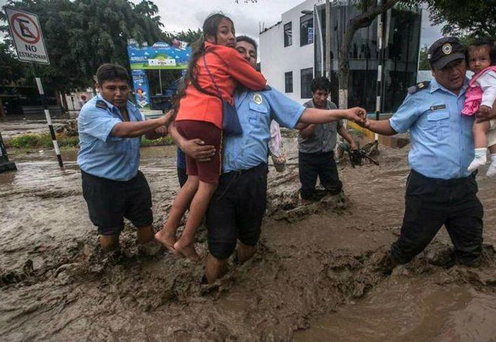 Deslaves en Perú causan 62 muertos y decenas de miles de damnificados, gobierno de Colombia busca proteger a su gente. (lanacionweb.com)