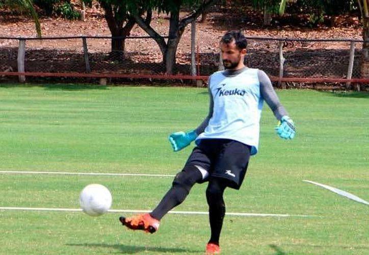 El guardameta Luis Michel, quien llegó a ser titular con Chivas de Guadalajara hace unos años, jugará con los Xolos de Tijuana. (Foto de elsoldepuebla.com.mx)