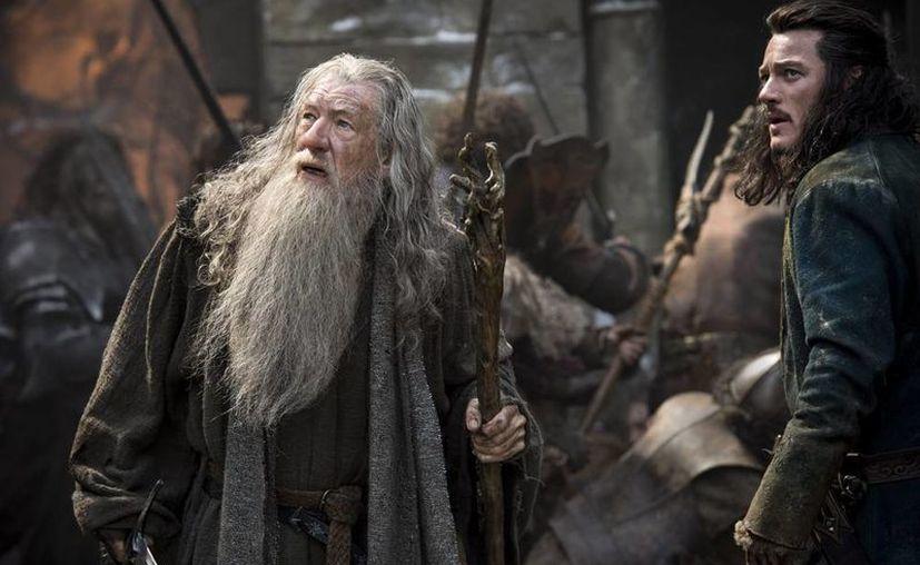 """Esta imagen cedida por Warner Bros. Entertainment muestra a los protagonistas de la aventura de fantasía """"The Hobbit: The Battle of the Five Armies"""". (Agencias)"""