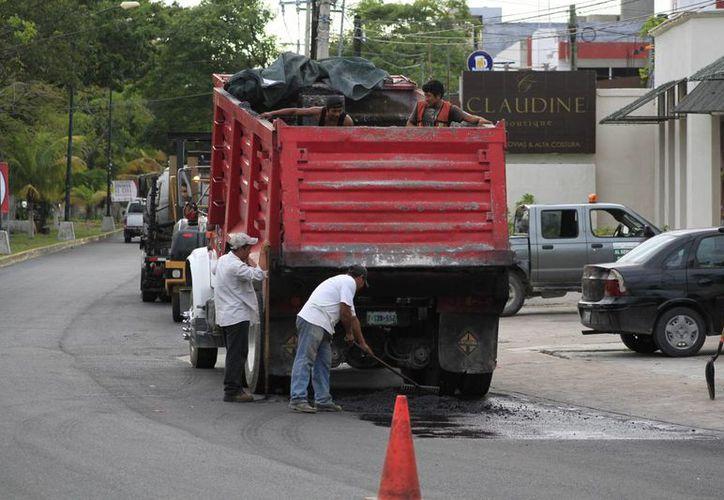 La utilidad de las carpetas de pavimentación puede ser de entre ocho a 15 años. (Sergio Orozco/SIPSE)