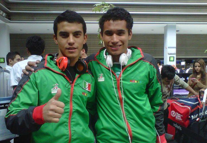 El karateca yucateco Andrés Quintal Angulo (izquierda) se codeará con los mejores en París. (SIPSE)