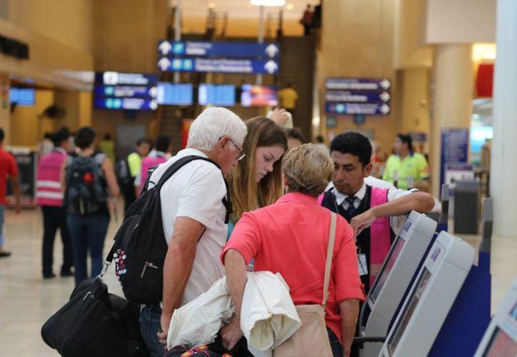 En el aeropuerto han arribado más de 18 millones de pasajeros. (Israel Leal/SIPSE)