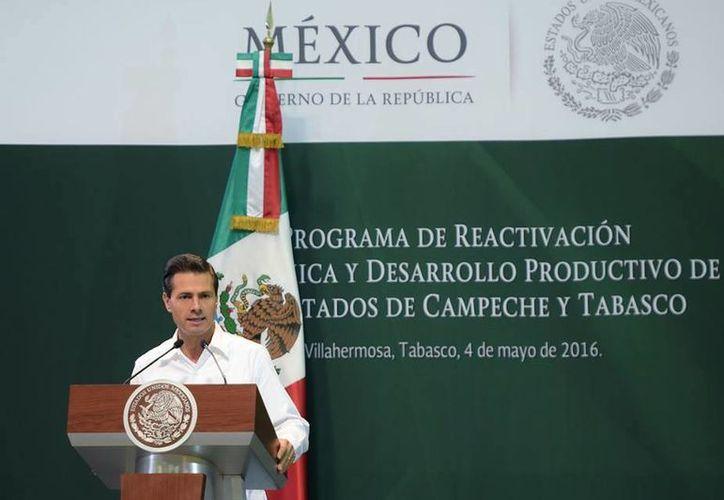 Peña Nieto asegura que con las medidas que dio a conocer este miércoles Tabasco y Campeche podrán despetrolizar su actividad económica. (Presidencia)