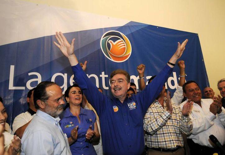 La victoria de 'Kiko' Vega prolonga el mandato del PAN  en el gobierno de Baja California, como ha sido  ininterrumpidamente desde 1989. (Notimex)